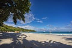 Katamaran på anse lazio på Seychellernaen 11 Arkivfoto