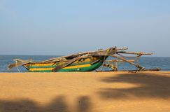 KatamaranfartygSri Lanka strand Arkivbilder