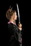 一件和服的女孩有katana的 免版税库存照片
