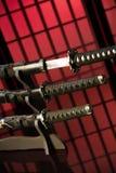 Katana tirado com outras espadas sobre Foto de Stock Royalty Free