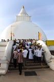 KATARAGAMA SRI LANKA - MAJ 05: SagaDawa festival till celebrat Arkivbilder