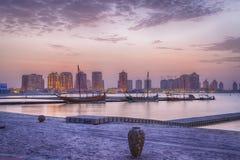 Katarastrand in Doha, de zonsondergangmening van Qatar Stock Foto