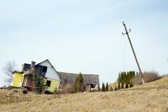 katastrof fallen naturlig husmindre jordras Arkivfoto