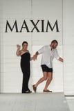 Kate Lanphear ha collaborato con il gruppo di progettazione di Onis per produrre la sfilata di moda di Maxim Swimwear Launch Immagine Stock Libera da Diritti