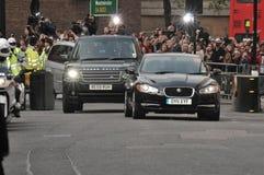 Kate Middleton kommt im aufspiessenden Hotel an Stockfotos