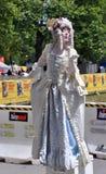 Kate Moir comme Marie Antoinette au festival de musiciens de rue du monde Photographie stock libre de droits