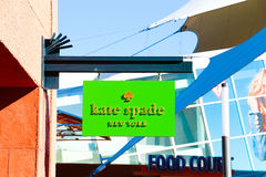 Kate Spade Logo On Store Front Sign Royaltyfri Foto