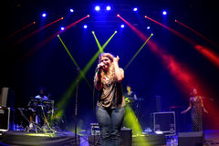 Kate Tempest (dichter, dramaticus, rapper en opnamekunstenaar) presteert bij Sonarfestival stock fotografie
