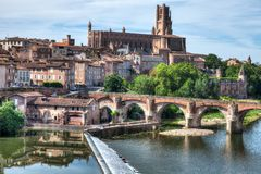 Katedra Albi Francja z rzeką w przedpolu fotografia stock