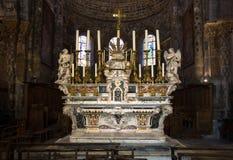 - katedra Embrun, Embrun, Alpes, Francja - obrazy stock