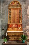 - katedra Embrun, Embrun, Alpes, Francja - zdjęcia stock