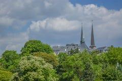 Katedra góruje, religijny miejsce na Luksemburg mieście obrazy royalty free