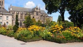 Katedra Limoges i kwiatu ogród, Francja Obrazy Stock