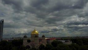 Katedra narodzenie jezusa Chrystus Latvia Ryskiej esplanady trutnia odgórnego widoku 4K UHD Powietrzny wideo zbiory wideo