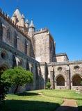 Katedra (Se) Evora z przyklasztorny circumjacent wewnętrzny podwórze Evora Portugalia obraz royalty free