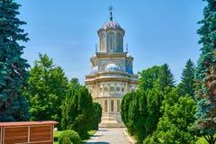 Katedra w mieście Curtea De Arges jest klasztorem dziejowa ważność na zewnątrz widoku i monasterem zdjęcia stock