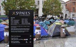 katedralny obozowisko London zajmuje Paul st s Fotografia Stock