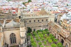 Katedralny podwórze w Seville obrazy stock