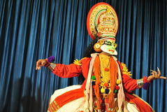 Kathakali舞蹈家准备好执行 库存图片