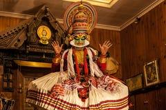 Kathakali aktör i den dygdiga pachchagräsplanrollen i Cochin Arkivbild