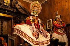 Kathakali aktör i den dygdiga pachchagräsplanrollen i Cochin Arkivbilder