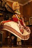 Kathakali aktör i den dygdiga pachchagräsplanrollen i Cochin Royaltyfria Foton