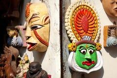 Kathakali e mascherine tribali in Kochi Fotografia Stock