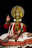 Kathakaliacteur tijdens prestaties stock afbeeldingen