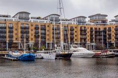 St. Katharine船坞,塔小村庄,伦敦。 免版税图库摄影