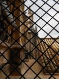 KATHEDRAAL DOOR DE NETWERKomheining, SEVILLA, SPANJE Stock Foto