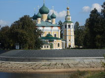 Kathedraal door de rivier Royalty-vrije Stock Foto