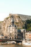 Kathedraal en citadel in Dinant, België Stock Afbeelding