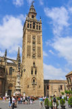 Kathedraal en La Giralda in Sevilla, Spanje Stock Foto's