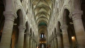 Kathedraal Heilige Peter in Lisieux, Normandië Frankrijk, SCHUINE STAND stock video