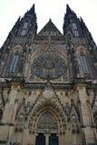 Kathedraal in het Kasteel van Praag Stock Afbeeldingen