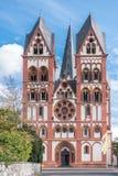 Kathedraal in Limburg, Duitsland onder blauwe hemel royalty-vrije stock foto's