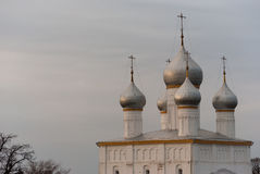 Kathedraal met vijf zilveren koepels in Rostov Royalty-vrije Stock Foto