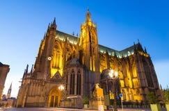 Kathedraal Saint-Etienne bij nacht in Metz op de Moezel Frankrijk royalty-vrije stock foto's
