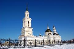 Kathedraal spaso-Preobrazhensky in de stad van Nevyansk, klokketoren en de leunende toren Cityscape van de winter Royalty-vrije Stock Foto