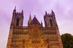 Kathedraal in Trondheim Noorwegen bij zonsondergang Royalty-vrije Stock Fotografie