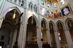 Kathedraal van Almudena-gebrandschilderd glas en schilderijen, Madrid Royalty-vrije Stock Afbeeldingen