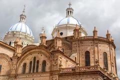 Kathedraal van Cuenca, Ecuador in een blauwe hemeldag 3d zeer mooie driedimensionele illustratie, cijfer Stock Afbeeldingen