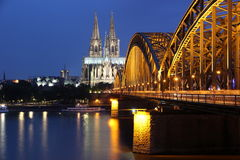 Kathedraal van de brug van Keulen en van het ijzer Royalty-vrije Stock Foto's