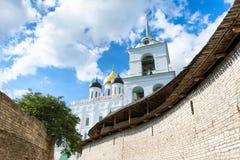Kathedraal van de drievuldigheids de Heilige Drievuldigheid in Pskov Stock Fotografie