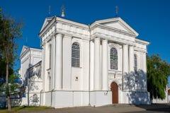 Kathedraal van de de 17de eeuw de Heilige Veronderstelling Zhirovichi vil royalty-vrije stock afbeelding