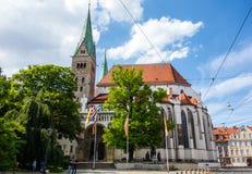 Kathedraal van de stad Augsburg bij blauwe hemel Beieren Duitsland stock foto