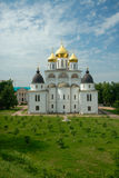 Kathedraal van de Veronderstelling in het Kremlin van Dmitrov Stock Foto's