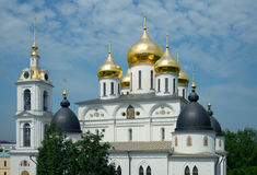 Kathedraal van de Veronderstelling in het Kremlin van Dmitrov Stock Afbeeldingen