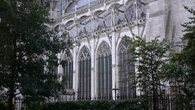 Kathedraal van de zijbuitenkant van Rouen, Normandië Frankrijk stock video
