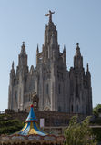 Kathedraal van Heilig Hart (Sagrat Corazon) op Tibidabo-berg in Barcelona stock fotografie
